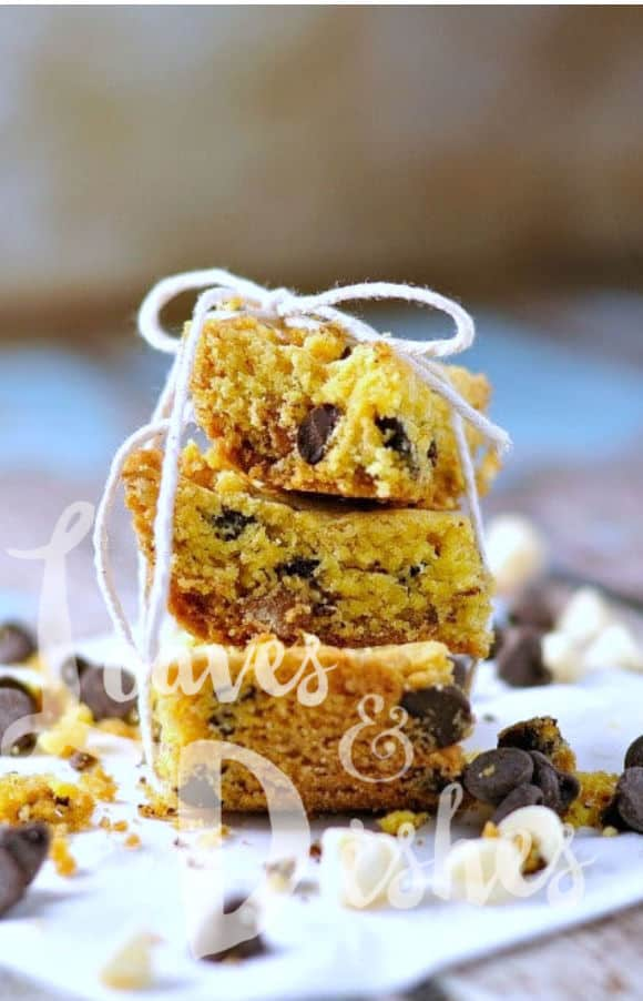 Easy cookie bars use cake mix and instant pudding to make the chewiest brownie blondies you'll find with a delicious crunchy edge.  Make it your own by adding M&M's, coconut, pecans, peanuts, white chocolate chips or whatever you think is good!  Just like Paula Deen and Pioneer Woman #cookiebars #dessert #holiday #easycookiebars