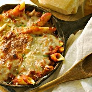 10 minute homemade creamy pasta sauce @loavesanddishes.net