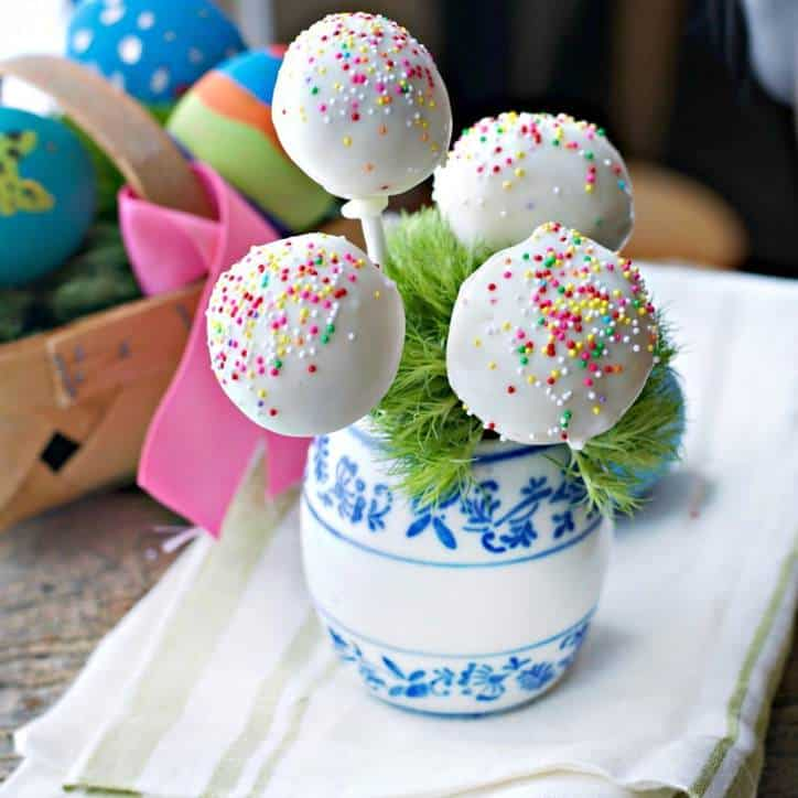 Easter Cake Pops www.loavesanddishes