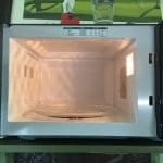 How to clean the microwave without chemicals