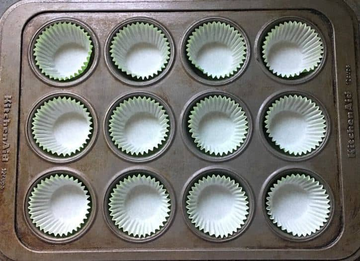 A photo of the cupcake tin with liners