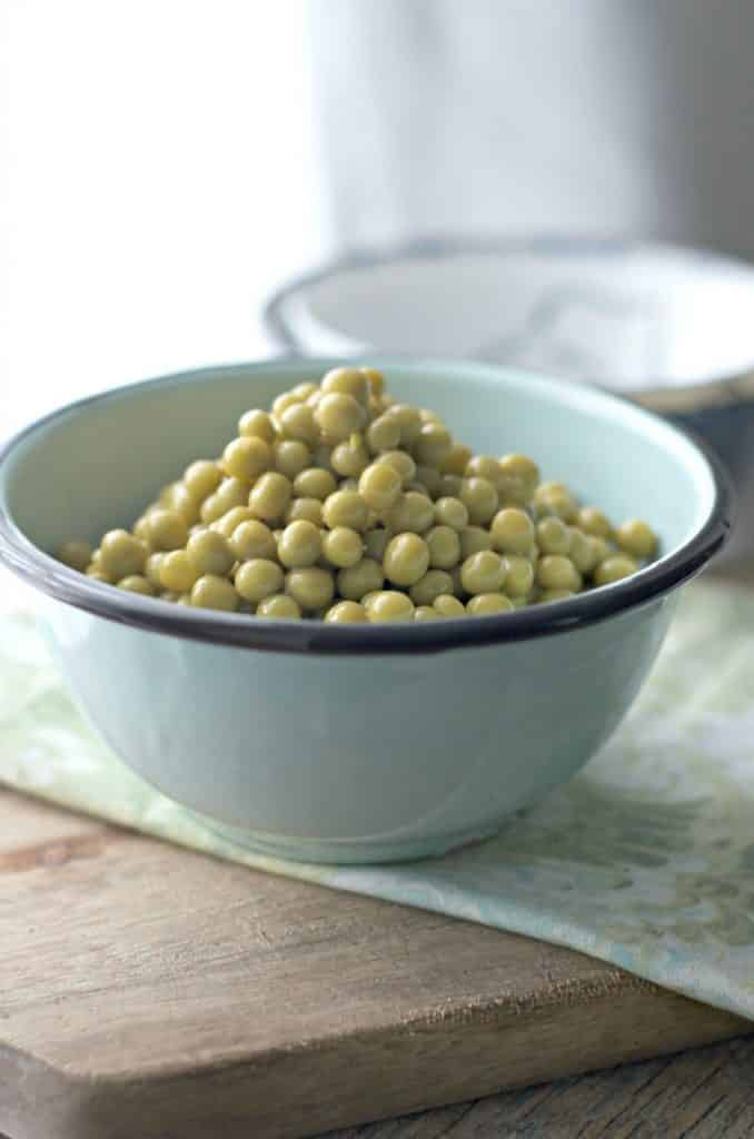 An up close photo of. How to cook canned peas on the stove