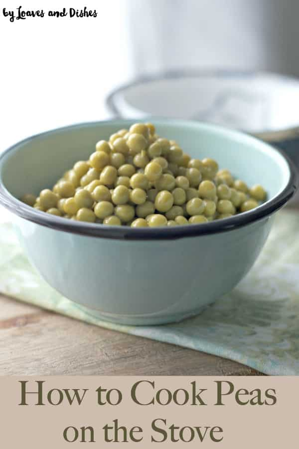 How to cook canned peas on the stove tell you how to make peas from a can super easy.  Best recipe for beginners in the kitchen.