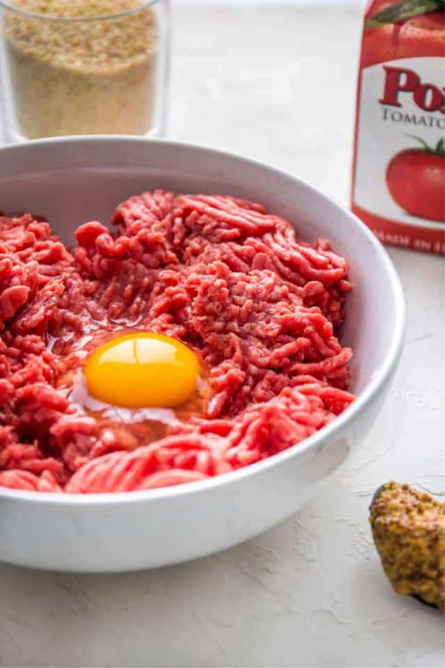 the egg in the hamburger for tasty easy meatloaf