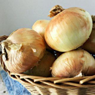 How To Quarter an Onion