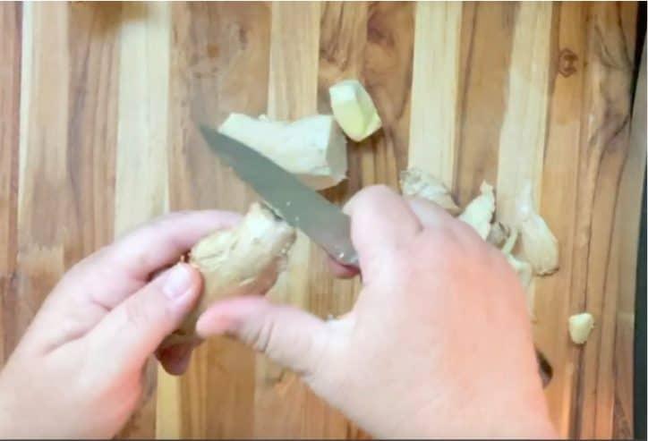 hands peeling garlic