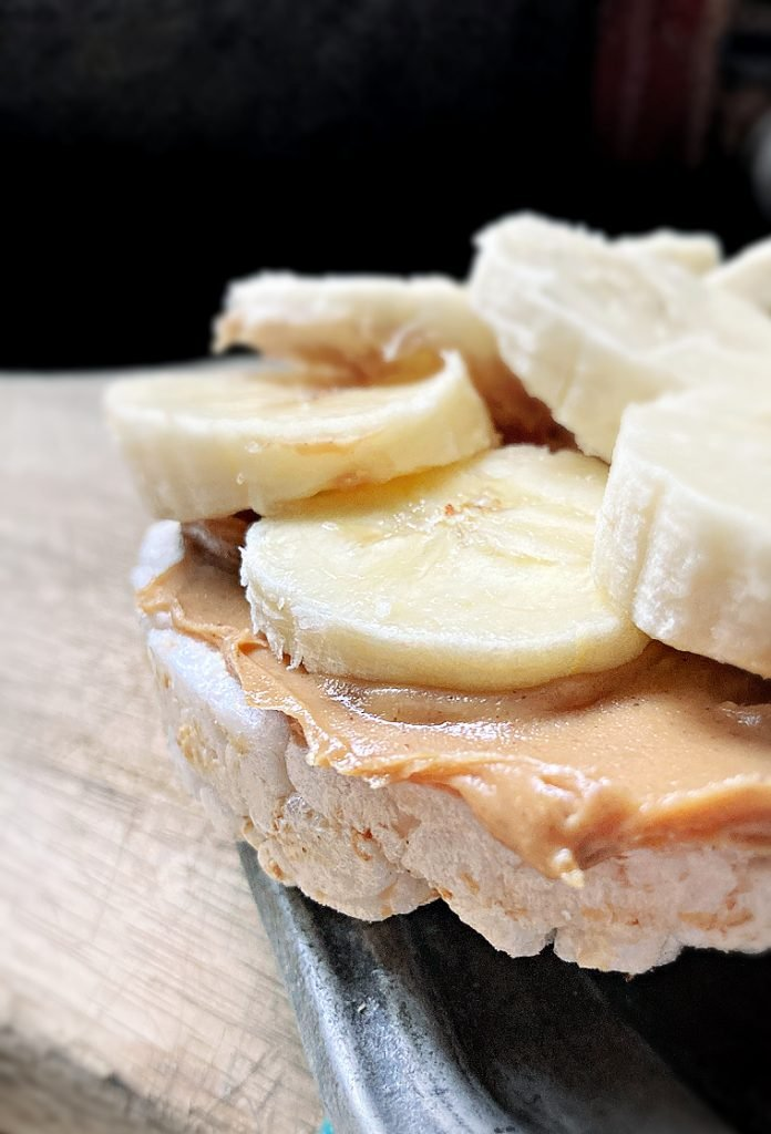 Rice cake with peanut butter and banana